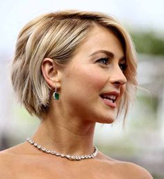 Julianne Hough's hair is without any style is simply amazing from the texture point of view. This straight fine bob features a deep side-part shows volume.At a Toronto premiere, Julianne's hair was full of bouncing body along with a deep side part. discover more: Julianne Hough Hairstyles short, updo, half up