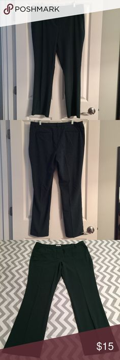 NY & Co. Stretch Trousers Lovely hunter green trousers with pressed creases. Slant pockets in front and welt pockets on back. Waist 19.5, length 30. EUC. New York & Company Pants Trousers