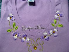 Qualquer Motivo - UOL Blog Embroidery Neck Designs, Embroidery Suits Design, Hand Embroidery Stitches, Vintage Embroidery, Ribbon Embroidery, Embroidery Patterns, Sewing Patterns, Sleeves Designs For Dresses, Neckline Designs