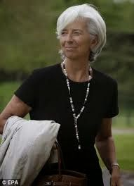 One of the most-photographed women in public life: Christine Lagarde, International Monetary Fund Director and major pearl-wearer . Beautiful Women Over 50, Stylish Older Women, Fashion Over Fifty, Mature Women Fashion, French Girl Style, Advanced Style, Glamour, Powerful Women, Business Fashion