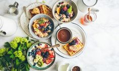 Host the Summer Brunch of Your Dreams . Dinner parties are soooo fall.All this summer sunshine begs to be celebrated with a charming brunch instead of just dinner parties (no offense). Best Breakfast, Healthy Breakfast Recipes, Healthy Recipes, Breakfast Ideas, Yogurt Recipes, Healthy Breakfast For Weight Loss, Healthy Eating, Healthy Weight, Healthy Life
