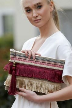 On-line shopping site, Turkey Trend Road Diy Fashion, Fashion Bags, Winter Fashion, Fashion Trends, Ethno Style, Diy Clutch, Clutch Bag, Diy Bags Purses, Embroidery Bags
