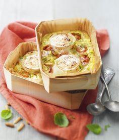 """750g vous propose la recette """"Petits clafoutis aux tomates cerise, pesto et bûche de chèvre Chavroux."""