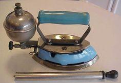 VINTAGE ~ 1920's-1930's COLEMAN SELF HEATING GAS IRON MODEL #4 W/PUMP,SAD IRON
