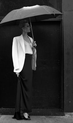 black and white fashion photography! White Fashion, Love Fashion, Womens Fashion, Frida Gustavsson, Under My Umbrella, Glamour, Evening Outfits, Classic Style Women, Classic Beauty