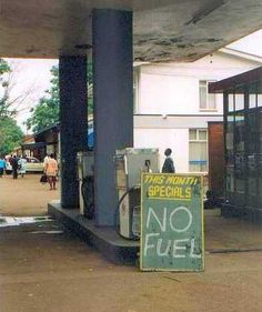 Gas special: Zimbabwe special for real Zimbabwe History, Zimbabwe Africa, Funny African Pictures, Funny Road Signs, Cool Pictures, Funny Pictures, Moving To The Uk, Continents, Old Houses