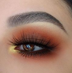 This picture is just GOALS! We are always looking for new eyeshadow looks and tutorials for eye colors. Our calendar will help you stay on top of when the latest makeup eyeshadow palettes are being released! Makeup Trends, Eye Makeup Tips, Skin Makeup, Makeup Inspo, Makeup Inspiration, Beauty Makeup, Makeup Ideas, Fall Eye Makeup, Gold Makeup