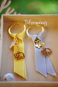 Baptism Ideas, Homemade Jewelry, Business Ideas, Crocodile, Ale, Bloom, Baby Shower, Key Hangers, Toddler Girls