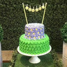Olha que idéia linda de bolo inspiração para festa sininho #sininho #tinkerbell #festasininho foto do Ig @kikidsparty cake by. @nogalpao