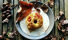 Toetje van het seizoen: warme appel uit de oven met vanillevla. Lekker…