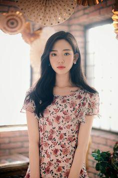 daily 2018 feminine& classy look Korean Girl Fashion, Asian Fashion, Flowery Dresses, Feminine Dress, How To Look Classy, Beautiful Asian Girls, Ulzzang Girl, Elegant Woman, Women's Fashion Dresses