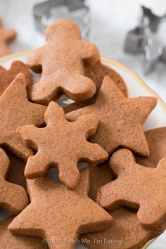 christmas cookies Weihnachtspltzchen Get in the holiday spirit with some spicy, chewy gingerbread cookies! They keep their shape when cut with cookie cutters and they stay soft and delicious! Theyre the ultimate Christmas cookies. Christmas Desserts, Christmas Treats, Christmas Cookies, Holiday Foods, Christmas Ornament, Holiday Recipes, Christmas Decorations, Xmas, Easy No Bake Desserts