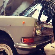 Lõpuks töötab / Finally running.  @erikheraldvalter @reigotiilik #otgmotors #töökoda #restaureerimine #autoremont #autohooldus #mechanic #justmechanicthings #carservice #volga #russiancars #cars #caroftheday #classiccars #vanadautod #restaureerimine #nõmme #tallinn #eesti #estonia