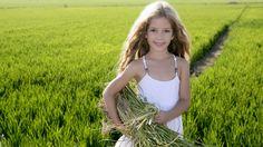 дети, зеленое поле, счастья, детство, ребенок, маленькая девочка