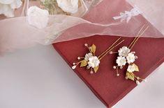 Flower hair pins Gold hair piece ivory Floral hair pins gold | Etsy Floral Headbands, Baby Girl Headbands, Flowers In Hair, Wedding Flowers, Wedding Accessories, Hair Accessories, Bee Photo, Birthday Hair, Flower Headpiece
