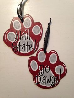 Mississippi State paw print ornament by artbysweetblessings Burlap Ornaments, Painted Christmas Ornaments, Mississippi State Football, Door Decks, Christmas Goodies, Christmas Crafts, Christmas Ideas, Deck The Halls, College Football