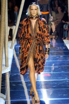 Dolce & Gabbana Spring 2005 Ready-to-Wear Fashion Show - Diana Meszaros