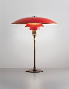 POUL HENNINGSEN Early large table lamp, type 5/3 shades, circa 1926-1927 Painted copper, patinated tubular brass, patinated brass. Manufactured by Louis Poulsen, Denmark. Light fixture impressed with PAT. APPL. 58 cm (22 7/8 in) high, 49.3 cm (19 3/8 in) diameter ESTIMATE £8,000 - 10,000 ♠