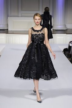 The detailing on this dress is amazing! (Oscar de la Renta Pre-Fall 2011)