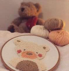 Teddy bear punch needle - Rug making Punch Needle Kits, Punch Needle Patterns, Floral Embroidery Patterns, Diy Embroidery, Bear Rug, Rug Hooking, Teddy Bear, Couture, Monks Cloth