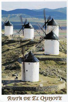 Fotografia de los molinos, los cuales inspiraron al autor a crear esa famosa escena.