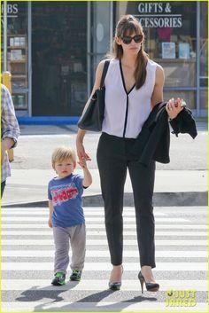 Jennifer Garner running errands around town with Samuel in Brentwood, Calif  (20-2-15) Thursday