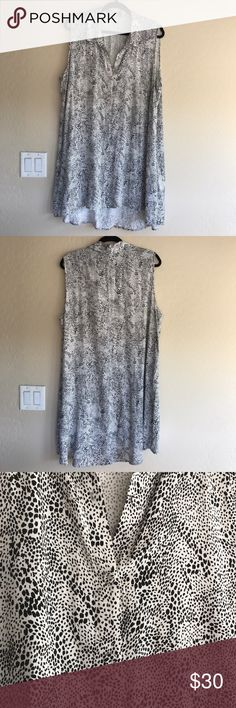 Daniel Rainn sleeveless tunic blouse Sleeveless button down tunic blouse ( buttons blend in). No stains or flaws. Daniel Rainn Tops Blouses