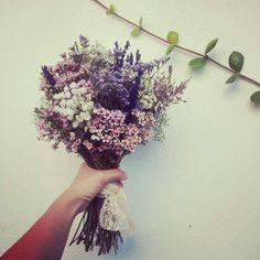 Simple Wedding Bouquets, Bride Bouquets, Floral Wedding, Wedding Colors, Bridal Flowers, Fall Flowers, Dried Flowers, Types Of Flowers, May Weddings