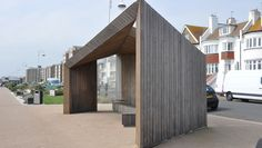 This includes not only the use of real wood cladding, but also weathered woods and cladding. Cladding Design, Wood Cladding, Wood Siding, Brazilian Hardwood, Outdoor Sculpture, Grey Wood, Exterior Design, Facade, Modern