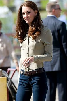 casual Kate Middleton Style. Love her... Class, elegance, genuine, beauty.