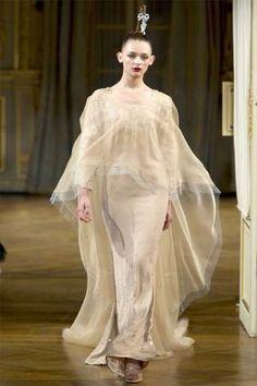 Ideias para um altar de luxo: veja os vestidos de noiva que encerraram os desfiles da semana de alta-costura em Paris | Chic - Gloria Kalil: Moda, Beleza, Cultura e Comportamento