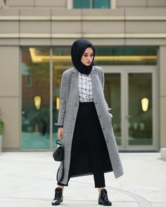 Pin by Fati Ammar on Modele hijab Street Hijab Fashion, Abaya Fashion, Muslim Fashion, Modest Fashion, Girl Fashion, Fashion Outfits, Style Fashion, Casual Hijab Outfit, Hijab Chic