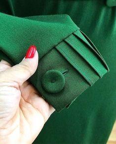 Pin by subashini on sewing in 2020 Kurti Sleeves Design, Sleeves Designs For Dresses, Kurti Neck Designs, Dress Neck Designs, Sleeve Designs, Blouse Designs, Sewing Sleeves, Cuff Sleeves, Latest Dress Design