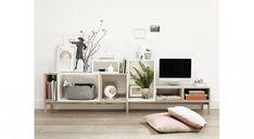 The post Muuto Stacked shelf system. appeared first on Wohnaccessoires. Modular Bookshelves, Modular Shelving, Modular Storage, Ikea Eket, Shelf Furniture, Living Room Storage, Storage Baskets, Plank, Decoration