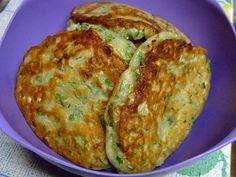 kapusta Fritters - w cieście (kapuściane oładki)  SKŁADNIKI  kapusty, 400 g  jogurt, 200 g  jajko, 2 szt  Sól 2 h. L.  cukru, 1 godz. l.  Pieprz 0,5 h. L.  olej roślinny, 3 łyżki. l.  sody, 1 łyżeczka. l.  koper, smak  pietruszka, do smaku  zielona cebula, do smaku