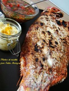 Cuisine antillaise - poisson grillé Haitian Food Recipes, Fish Recipes, New Recipes, Favorite Recipes, Island Food, Caribbean Recipes, Fresh Fruits And Vegetables, Vegetable Salad, Fish And Seafood