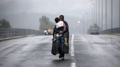 These moving photos of the refugee crisis just won a Pulitzer Prize New York Times, Grand Prix, Perpignan France, Nikon, British Journal Of Photography, Moving Photos, Refugee Crisis, Refugee Camps, Men Kissing