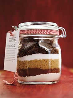 Brownie Recipes 63296 Ricardo recipe from Brownies in jar to offer Brownie Mix In A Jar Recipe, Brownies In A Jar, Brownie Recipes, Brownie Jar, Ricardo Recipe, Mason Jar Gifts, Pot Mason, Meals In A Jar, Homemade Christmas Gifts