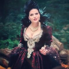 The first jared photo of Evil Queen's new dress in season 3 of OUAT.