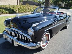 The end ofthe 40s – sliding down withproduction linesis the first carswith the new design.To them also belongedthis 1949 Buick Roadmaster Series 70 Convertible,for which she could only afford the then cream of society!