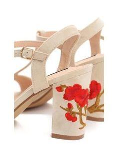 Kup mój przedmiot na #vintedpl http://www.vinted.pl/damskie-obuwie/sandaly/19074469-bezowe-sandalki-z-pieknym-haftem-w-maki