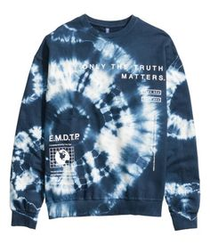 Most recent Screen Sweatshirt with a printed tie dye design. Dropped shoulders, long sleeves, and r. Strategies Because of this easy tank top gow. Bleach Tie Dye, Tye Dye, Tie Dye Shirts, Dye T Shirt, Tie Dye Outfits, Cool Outfits, Tie Dye Designs, Shirt Designs, Camisa Tie Dye