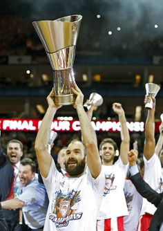 Final de la Euroliga: Real Madrid- Olympiacos Basketball History, Basketball Teams, Real Madrid, Women's Water Polo, Women Volleyball, Polo Club, Sports Clubs, Dream Team, Red Stripes