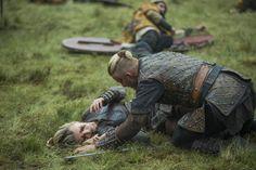 Vikings // Saison 3. Episodes 3 et 4. Warrior's Fate / Scarred. Comme je le dis souvent pour Vikings, les meilleurs épisodes de la série sont ceux qui mettent en scène la mythologie des vikings, leurs coutumes et leurs traditions. Après deux épisodes...