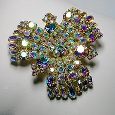 Let's Get Vintage - SHERMAN JEWELRY - Photo 2: Magnificent aurora borealis crystal brooch belonging to demi parure. Signed SHERMAN - Vintage Costume Jewelry