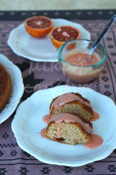 Κέικ ολικής αλέσεως, με σάλτσα σαγκουίνι, χωρίς ζάχαρη