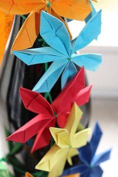 Meine Papierblumen sind alle in liebevoller Handarbeit gefertigt.   Welche Papierstärken, Farben, Draht, Farbkombinationen oder Muster Sie möchten,...