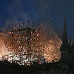 """Reconstruire Notre-Dame? """"Nous la rebâtirons"""", promet Macron Notre Dame France, Ville France, Parvis, Paris City, Ethiopia, Amazing Art, Buildings, Louvre, Architecture"""