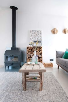 Kachel | heater | vtwonen 03-2017 | Fotografie Suzanne Paap | Styling Irene van den Brink Love the rug