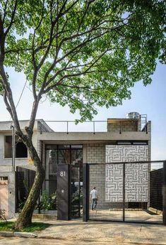 Garage-Style Residences - Maracana House Features Exposed Concrete Bricks and Chain-Link Railings (GALLERY)